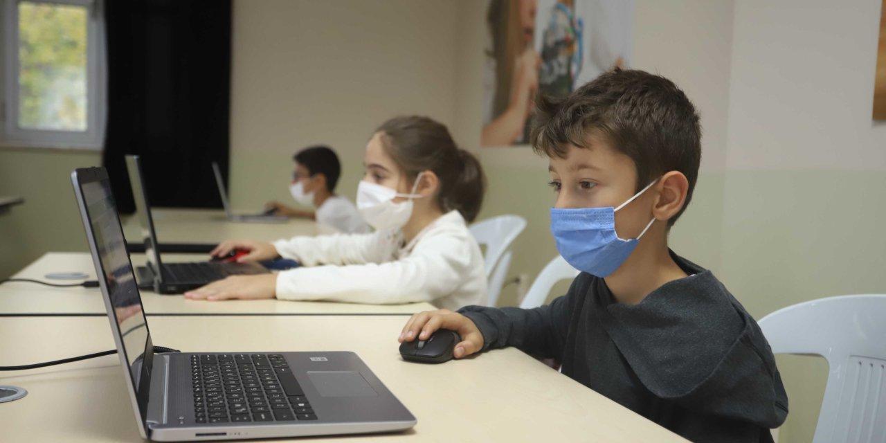 Kaza Geçiren Emniyet Müdürü Ve Kızlarının Tedavisine Balcalı Hastanesi'nde Devam Edilecek
