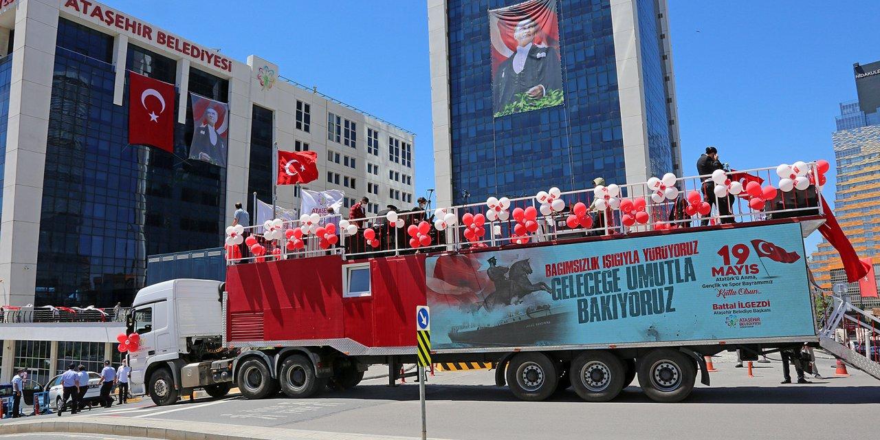 Maç Öncesi Taksim'de Taraftarlar İle Bir Araya Geldi